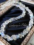 氷塊ブルームーンの贅沢ネックレス