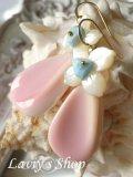 大粒クィーンコンクシェルと白蝶貝フラワーのモチーフピアス