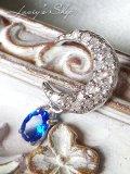 宝石アウイナイトが揺れるお月さまペンダントトップ