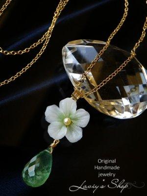 画像1: 潤いプレナイトと小花のネックレス