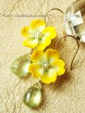 黄色いお花とプレナイトのピアス