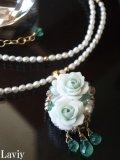 エメラルドと薔薇のパールネックレス