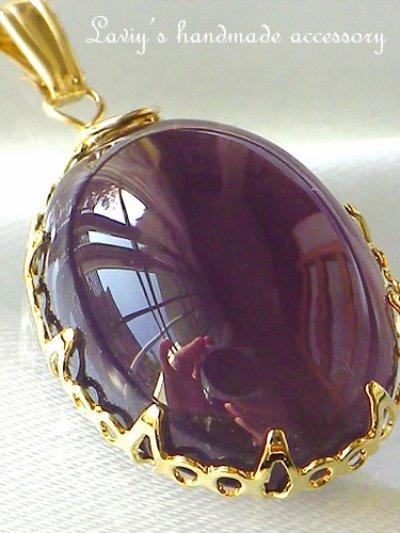 画像1: 大粒ヴァイオレットカルセドニーカボションのベゼルワイヤーネックレス
