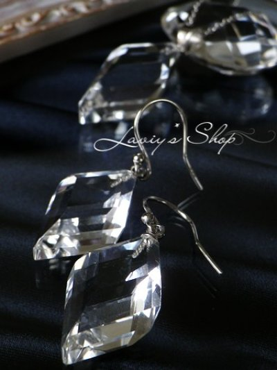 画像2:  ステップカット水晶の1粒ピアス