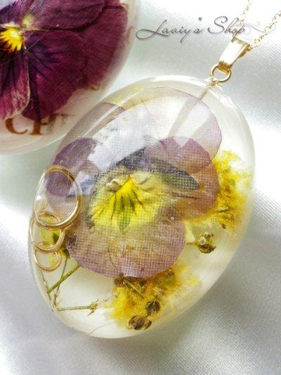 画像1: Real flower accessory*ビオラとパールモチーフのネックレス
